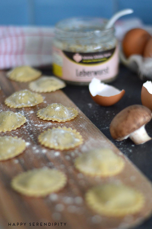 ravioli-mit-leberwurstfüllung,-leberwurst,-pasta,-ravioli,-hausgemachte-ravioli,-leberwurst-von-meine-kleine-farm,--rezept-von-happy-serendipity