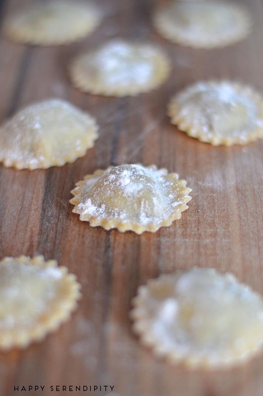 ravioli-mit-leberwurstfüllung,-leberwurst,-pasta,-ravioli,-hausgemachte-ravioli,-leberwurst-von-meine-kleine-farm,--rezept-von-happyserendipity.com