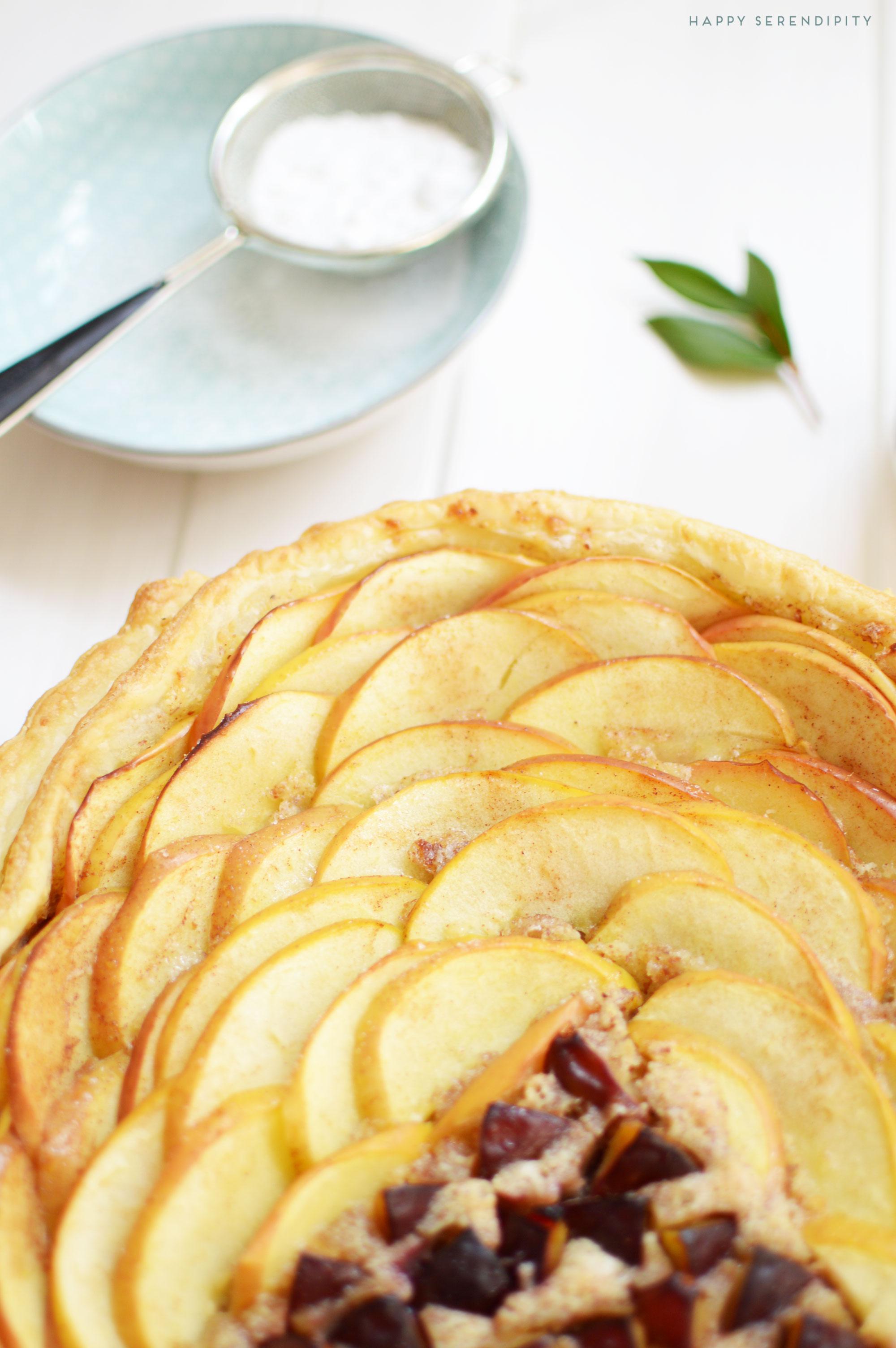 warme herbst tarte, tarte mit aepfel und pflaumen, rezept von happy serendipity