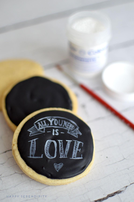 chalkboardcookies-royalicingcookies-chalkboardcookiesdetails-valentinesday-happyserendipity.com