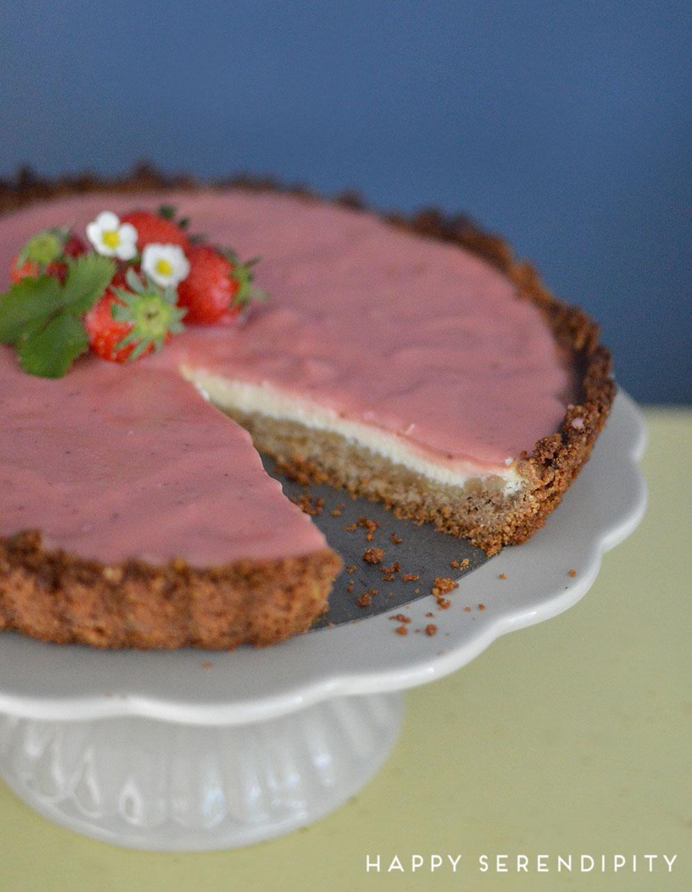 leckere erdbeer curd cheesecake rezept, meine kreative tortenwerkstatt, judith bedenik, emf verlag, vorgestellt von happy serendipity