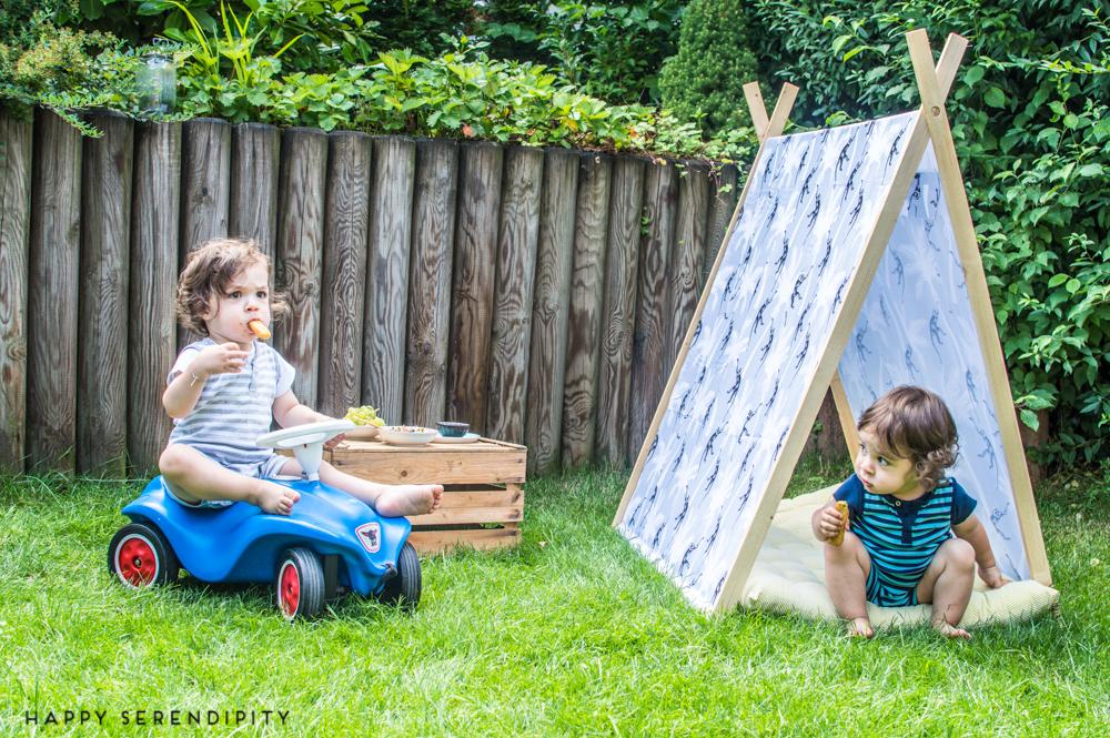 diy ein spielehaus f r das picknick im garten happy serendipity. Black Bedroom Furniture Sets. Home Design Ideas