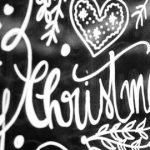 diy weihnachtliche fensterdeko mit kreidemaler, jeder kann malen, gefunden auf www.happyserendipity.com