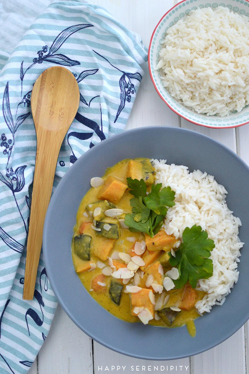 veganes süßkartoffel curry, ein leckeres und schnelles rezept von happy serendipity
