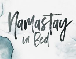 Namastay in Bed - Ein Desktop Wallpaper von Happy Serendipity
