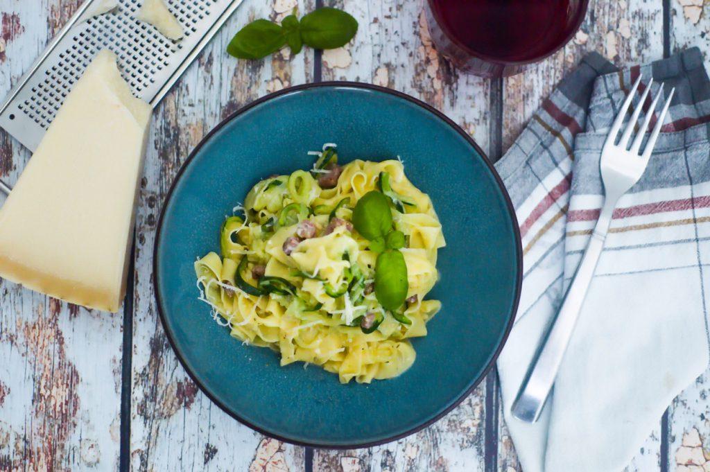 Carbonara mit selbstgemachten Nudeln und Zucchini - Ein leckeres Rezept von Happy Serendipity